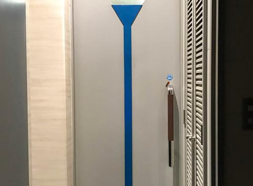 ビルのトイレドアの交換