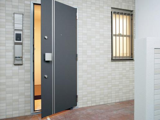 『マンションの玄関ドアも1日で新しいドアに交換できます!』