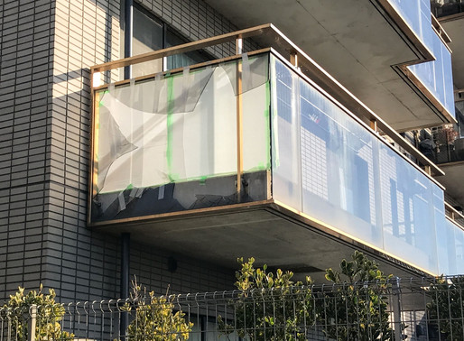 台風でベランダのガラスが割れた!