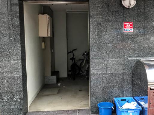 駐輪所の出入口にセミオートドアを設置