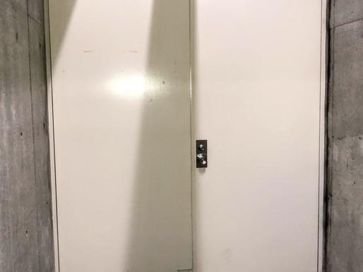 地下倉庫の鉄扉の交換