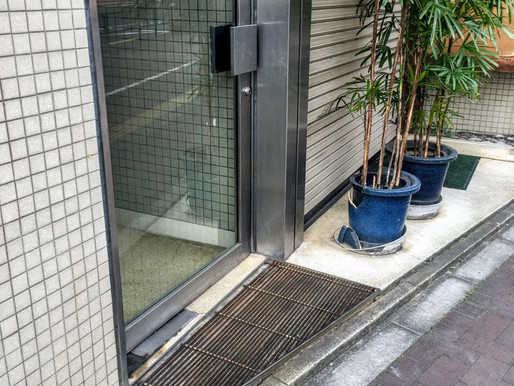 マンションの出入り口ドア修理