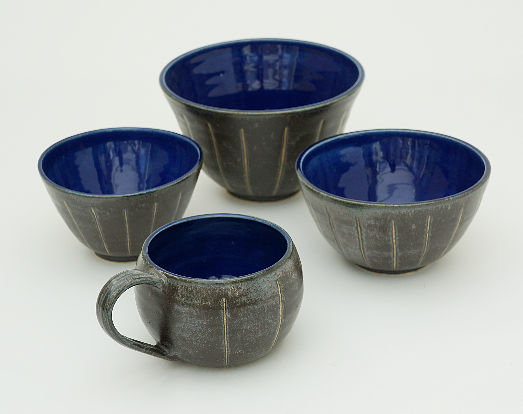 Black and blue bowls and cup