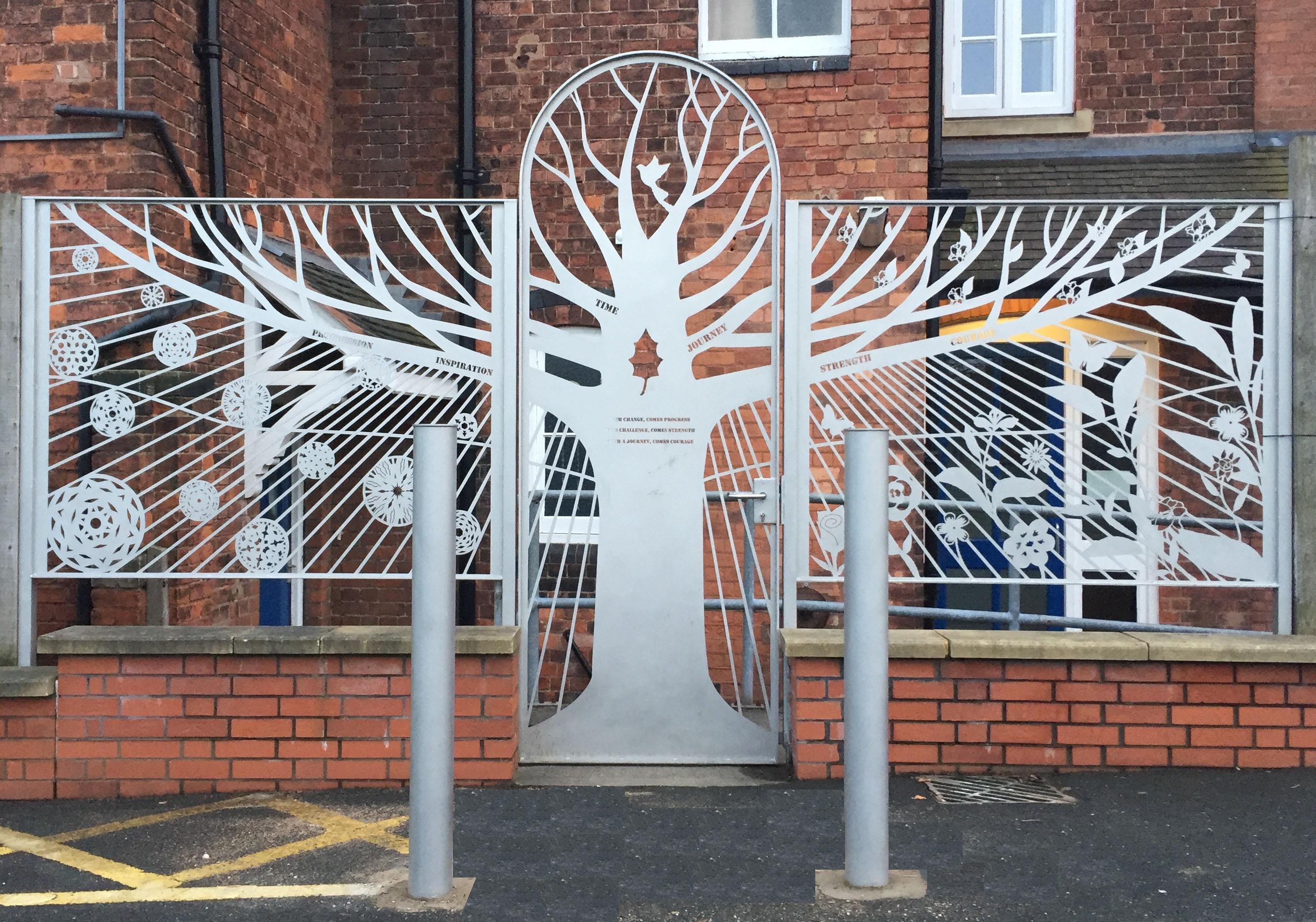 Holly-Lodge-gates