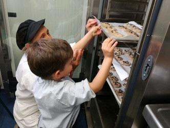 En la Escuela Infantil del Colegio Arenales  Arroyomolinos hacemos galletas