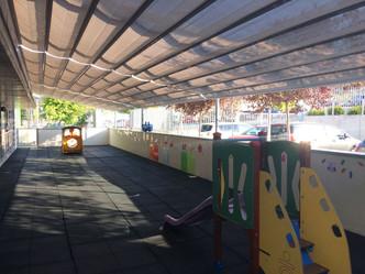 Arenales estrena nuevas protecciones para el sol y la lluvia en la Escuela Infantil