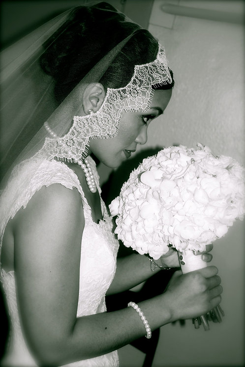 Silk tulle veil edged with French lace