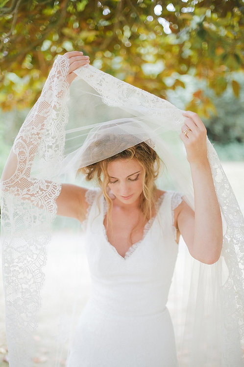 Silk tulle wedding veil with wide lace edge