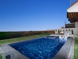 41.5. pool looking right.jpg