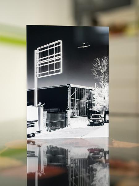 VERLASSEN - INFRAROT - Echter Fotoabzug   hinter 4mm Acrylglas   auf 2mm AluDibond   inkl. Aufhängung von Alexander Kästel