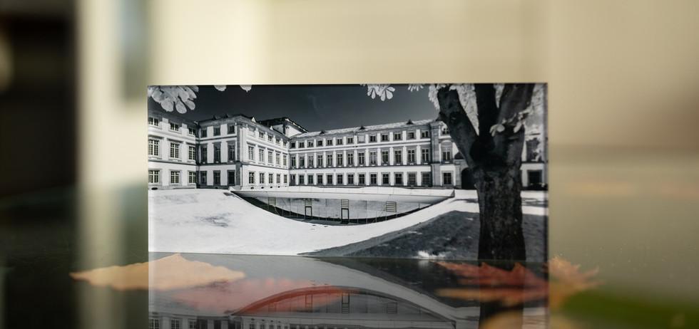 UNIVERSITY MANNHEIM IN INFRAROT - Echter Fotoabzug   hinter 4mm Acrylglas   auf 2mm AluDibond   inkl. Aufhängung von Alexander Kästel