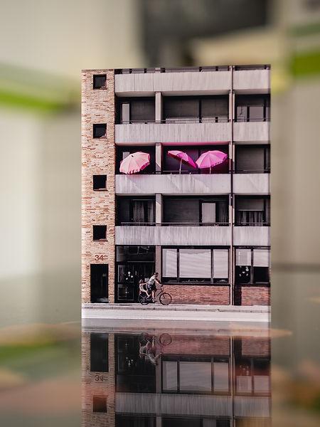 SUMMER IN THE CITY - Luisenring  - Echter Fotoabzug   hinter 4mm Acrylglas   auf 2mm AluDibond   inkl. Aufhängung von Alexander Kästel