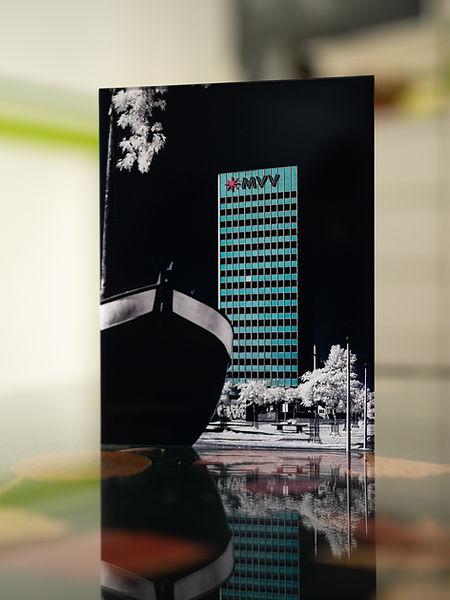 MVV HOCHHAUS - INFRAROT - Echter Fotoabzug   hinter 4mm Acrylglas   auf 2mm AluDibond   inkl. Aufhängung von Alexander Kästel