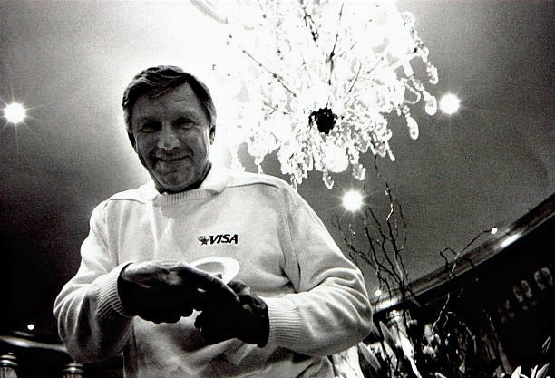 30 years after the Tokyo Games, Al Oerter met up with Dave Weill at a VISA speaking engagement