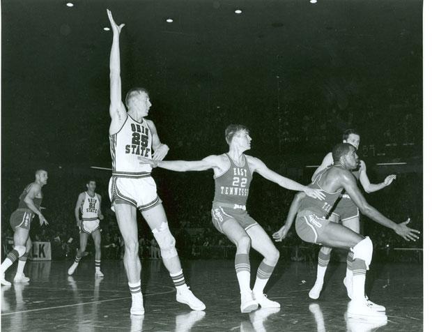 Bill Hosket leading the Ohio State Buckeyes