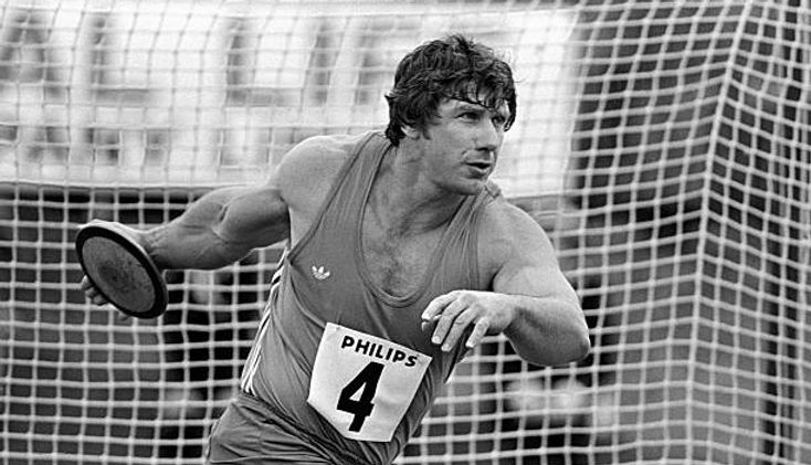 Al Oerter throwing 1979.jpg
