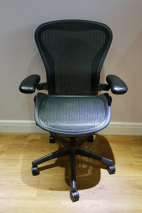Size A small) Standard Ergonomic Herman Miller Aeron Office Chairs