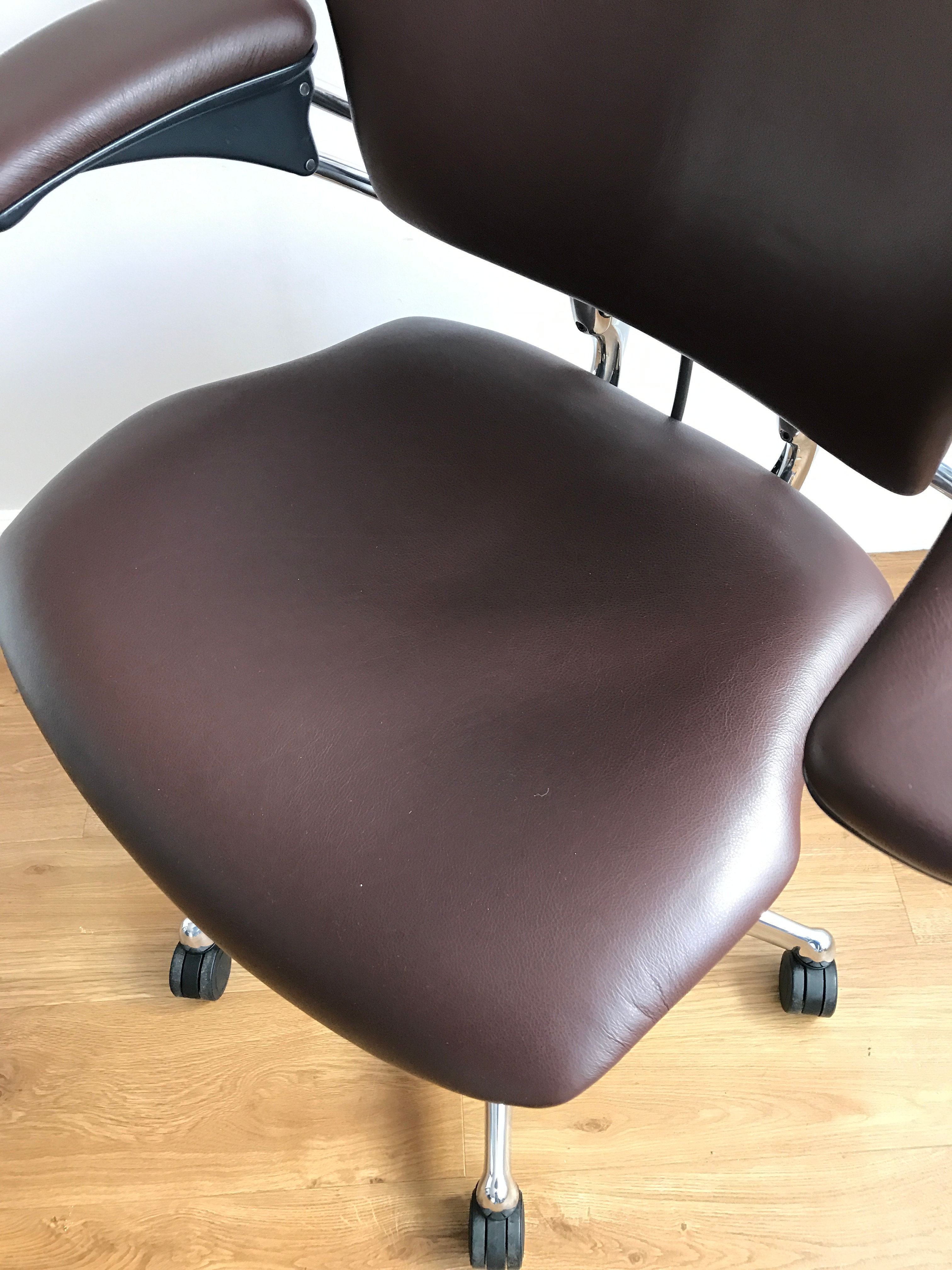 London used aeron chairs desk herman miller RH Chairs Aeron