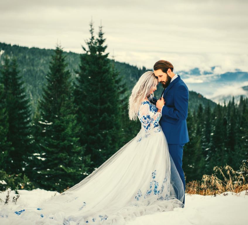 Winter wedding couple, bride and groom