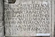 Lápida en San Lorenzo in Damaso, Roma.