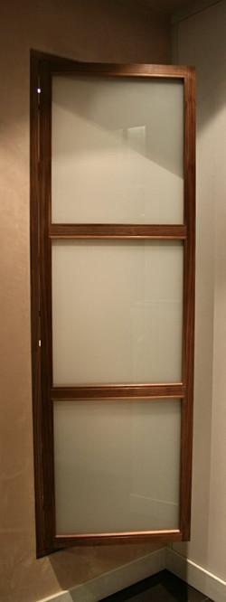 Jib door foyer/bathroom access