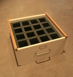Glassware transport sliding lid