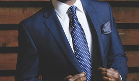 business-suit-690048_1280.jpg