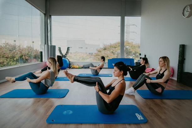 מה הקשר בין האימונים בסטודיו ויצמן לעיצוב וחיטוב הגוף?