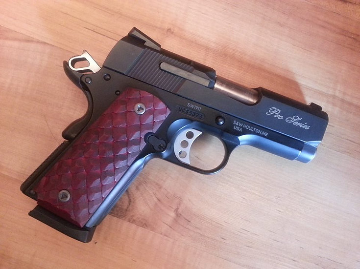 COMPACT 1911 DRAGON SCALE GRIPS - BLOOD RED