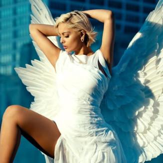 "Music video: Bebe Rexha - ""Last Hurrah"""