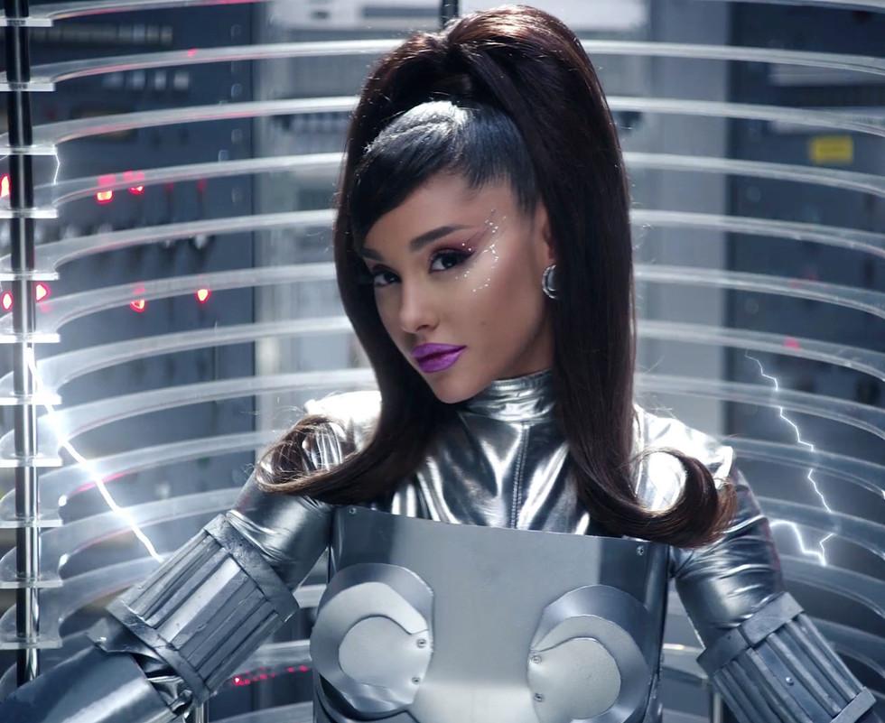 Ariana Grande 34+35.jpg