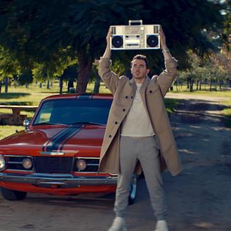 "Music video: Jonas Brothers - ""What A Man Gotta Do"""