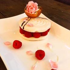 Macaron Raspberry Brulee