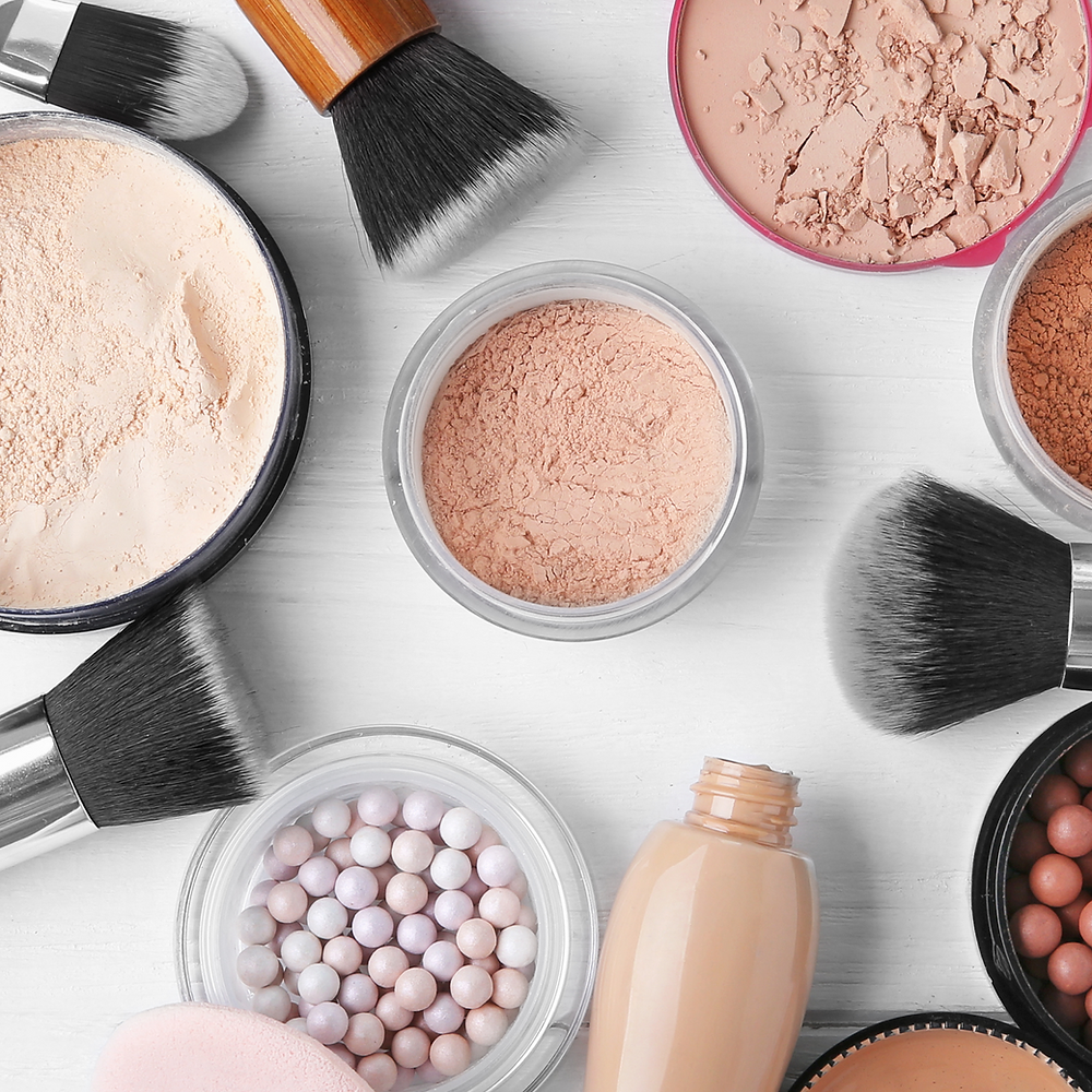 Makeup powders and illuminators