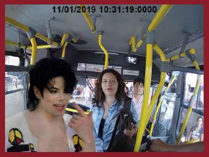 Michael Jackson está vivo, vi ele no ônibus