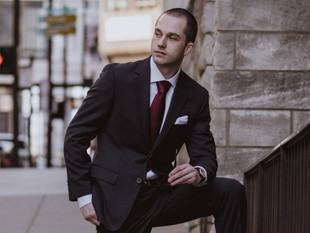 Estudio revela que ser demasiado guapo puede dañar la carrera de un hombre