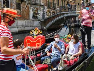 Las góndolas de Venecia transportarán menos personas por los turistas con sobrepeso