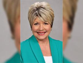Alcaldesa de Texas violó la cuarentena para atenderse en salón de belleza