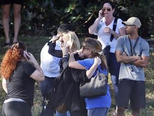 Antonio Banderas pidió disculpas por publicar una controversial foto después de la masacre en Florid