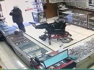 """Brasil: hombre sin brazos asalta joyería a """"pie armado"""""""