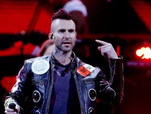"Vocalista de Maroon 5 cataloga a Viña del Mar como un ""show de mierda"""