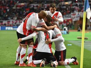 Pareja argentina llama a su hijo River Plate en homenaje al club de fútbol