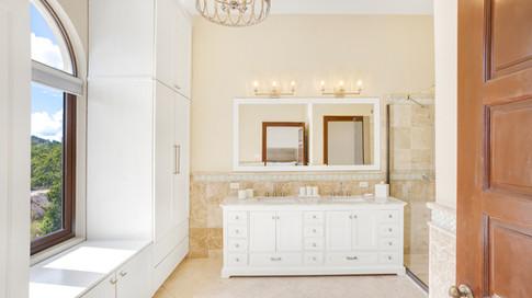 Bedroom King Bathroom 2.jpg