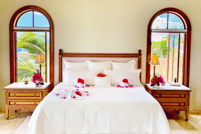 Bedroom Master Bed 1_edited