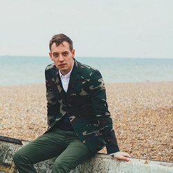 #brightonbeach #photoshoot #lookserious #cold #camojacket #britishsummer