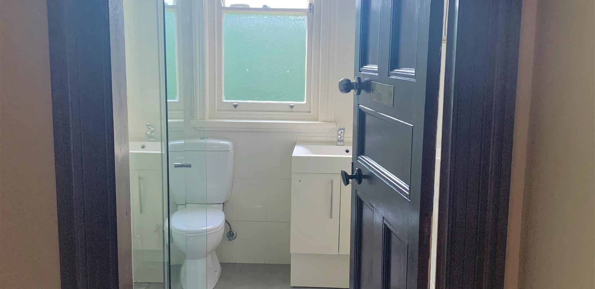 front bathroom.jpeg