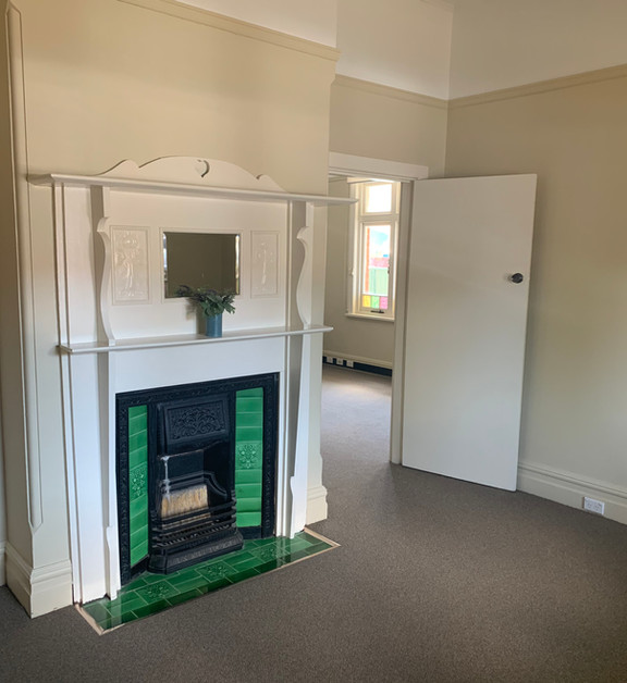 front right bed room fire place.jpeg