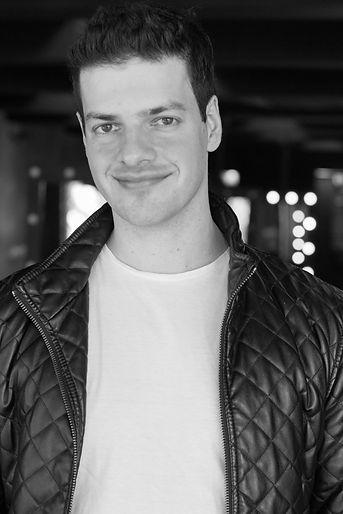 Foto de Thiago De Rogatis em preto e branco