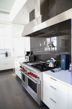White kitchen in Lake Geneva Wisconsin