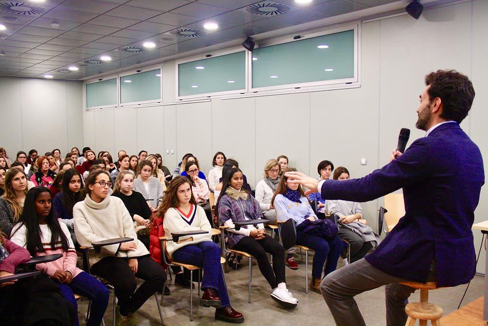 Iñigo Pirfano durante la conferencia
